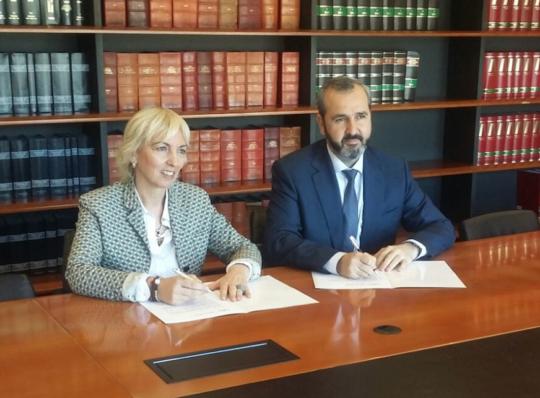 Firma del acuerdo entre AED y CEBEK